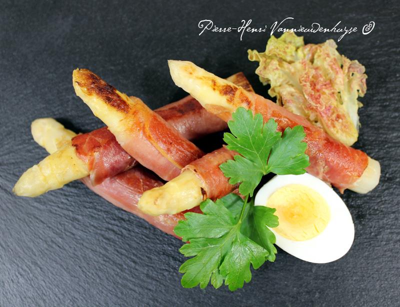 Recette des asperges au jambon de Bayonne à la plancha ...